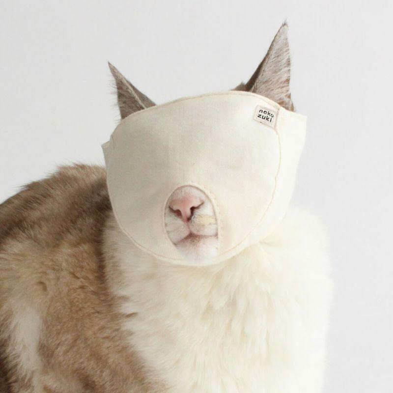 爪切り時に被せるとおとなしくなる「猫のマスク」